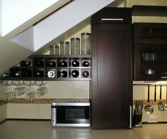 Преимущества встроенного мини бара в кухонную мебель